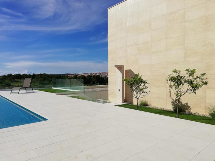 Outdoor Smart Showers / Hotel Smart Loungers
